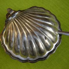 Vas argintat pentru caviar