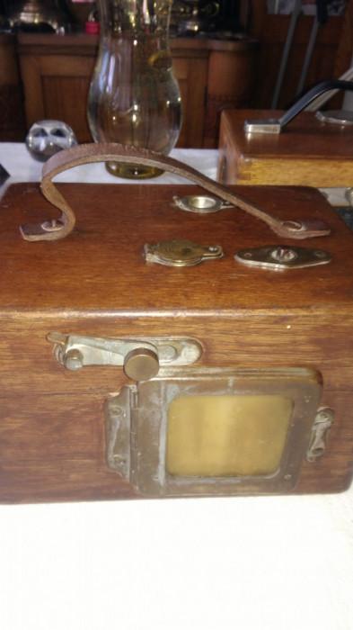 Ceas cronometru vechi din bronz si cutie de lemn