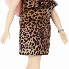 Papusa Barbie Fashionistas cu par roz