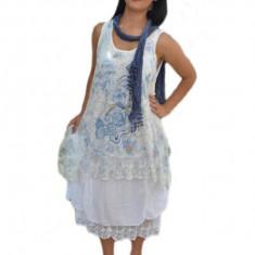 Rochie tinereasca, moderna, culoare alba cu model albastru