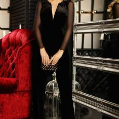 Salopeta Fofy eleganta de seara cu pantalon lung din catifea decolteu adanc in V si maneca lunga din tul
