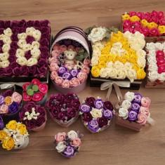 Aranjamente florale din trandafiri de săpun.