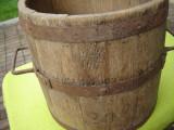 Banita veche din lemn, masura pentru cereale