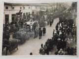 Transportarea victimelor naufragiului de la Agigea Cortegiul pe strazile Constantei. - Fotografie originala atelier Iosif Berman