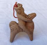 Miniatura din ceramica reprezentand un calaret