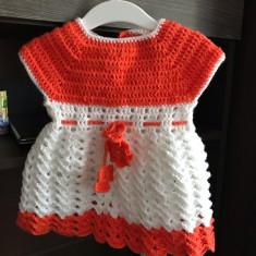 Vând rochita tricotata fetițe 12-18 luni, Alb