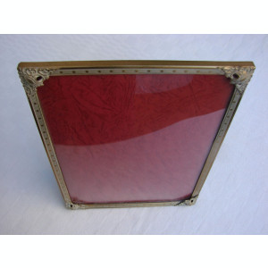 Rama veche din alama prevazuta cu geam din sticla convexa