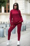 Trening dama din tricot visiniu cu bluza pe gat si model impletituri in V