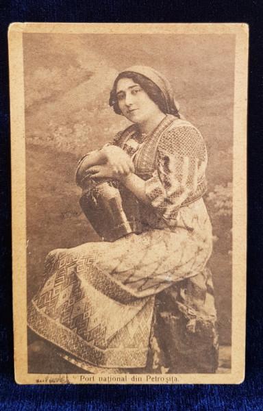 FEMEIE IN COSTUM POPULAR DIN ZONA PETROSITA , CARTE POSTALA ILUSTRATA , MONOCROMA , CIRCULATA , DATATA 1924