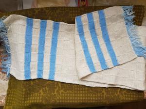 Fular din lana,NOU,culoarea crem,cu dungi albastre