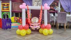 Decor baloane Leagan bebe feti?a foto