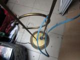veioza veche de podea din alama se vinde ca defecta este inalta si nu colet