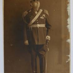 GENERAL ROMAN IN UNIFORMA DE PARADA , FOTOGRAFIE TIP CARTE POSTALA , SEMNATA PE VERSO , MONOCROMA , NECIRCULATA