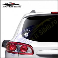 Minion Mercedes-Stickere Auto-Cod:VIS-012-Dim.  15 cm. x 13.2 cm.
