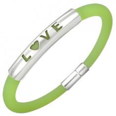 Bratara de cauciuc intr-o nuanta verde - placa de metal cu scris LOVE