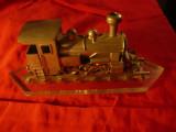 Macheta unicat - Locomotiva model vechi ,otel si suport sintetic L= 23cm, 1:25, Z - 1:220, Locomotive