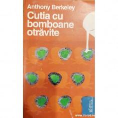 Cutia cu bomboane otravite. Colectia Carte de buzunar 16