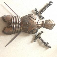 Panoplie veche miniaturala belgiana,cu armura ai sabii incrucisate