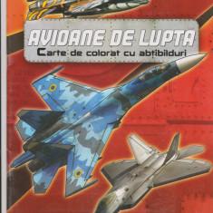 Avioane de lupta - Carte de colorat cu abtibilduri |