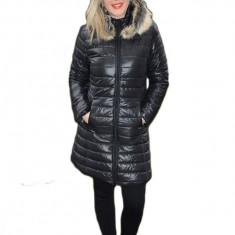 Jacheta moderna, lunga, de culoare neagra, cu fermoar