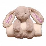 """Cumpara ieftin Iepuras cu paturica personalizat brodat """"Bunny girl"""" (Personalizare: Paturica)"""