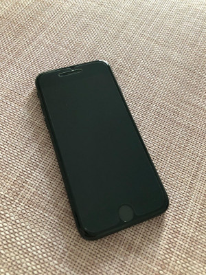 IPhone 7 Jet black 128GB foto