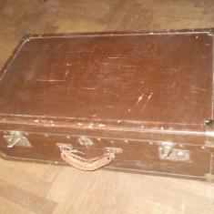 Geamantan, ranforsari din lemn si metal,acesorii piele si metal,70,41x32cm