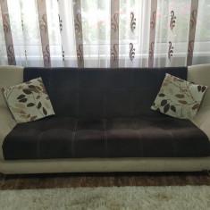 Vând canapea extensibilă  + două  fotolii + masă sufragerie