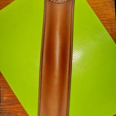 Fluier din lemn cu husa maro