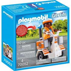 Playmobil City Life - Medic cu masina de echilibru