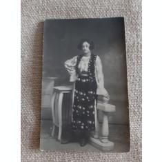 CARTE POSTELA, 1922, FEMEIE IN PORT POPULAR