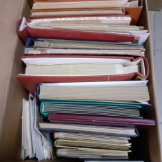 Cutie cu peste 15kg materiale filatelice diverse, mii si mii de timbre, clasoare