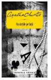 Cu cartile pe fata | Agatha Christie, Litera