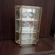 Vitrina Alama cu sticla