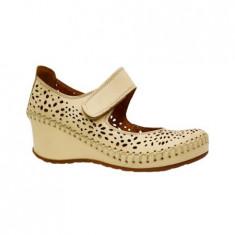 Pantof bej, clasic, de vara cu bareta peste picior si talpa plina