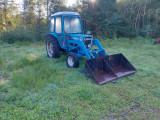 Tractor : Ford 4600 cu încărcător frontal