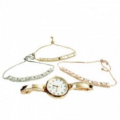 Set de bijuterii cadou format din 3 bratari decorate ceas si cutie cadou