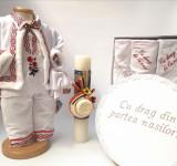 Cumpara ieftin Set Botez Traditional Raul 20 3 piese Botez Traditional : costumas, lumanare si trusou