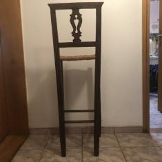 Scaun englezesc  vechi ,inalt ,din lemn,pentru bar