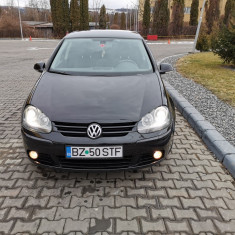 Vand VW Golf 5 foarte bine intretinut.
