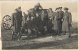 Vanatori munte romani si un tun Al Doilea Razboi Mondial fotografie veche