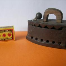 FIER DE CALCAT DE VOIAJ CU JERATIC