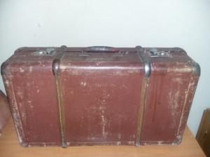 geamantan tip valiza veche perioada Ceausista MARE,valiza/cufar Antic,T.GRATUIT