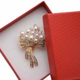 Cumpara ieftin Brosa dama eleganta, model perle acrilice si pietricele, Pearls bouquet, auriu