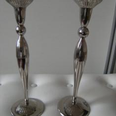 Pereche sfesnice din alama argintate,frumos decorate,stare perfecta,cadoul ideal