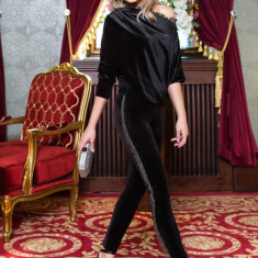 Pantaloni PrettyGirl negri lungi conici de ocazie din catifea cu franjuri