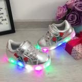 Adidasi argintii scai cu luminite beculete LED pt copii fete 29