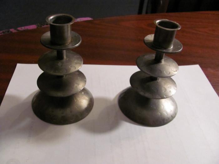 """Pereche sfesnice deosebite / otel, model """"picurat"""" / d baza: 8 cm & h: 11,50 cm"""