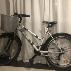 Bicicleta Dama MB cu cos