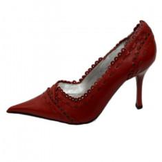 Pantof cu design de cusaturi si capse, rosu, model deosebit